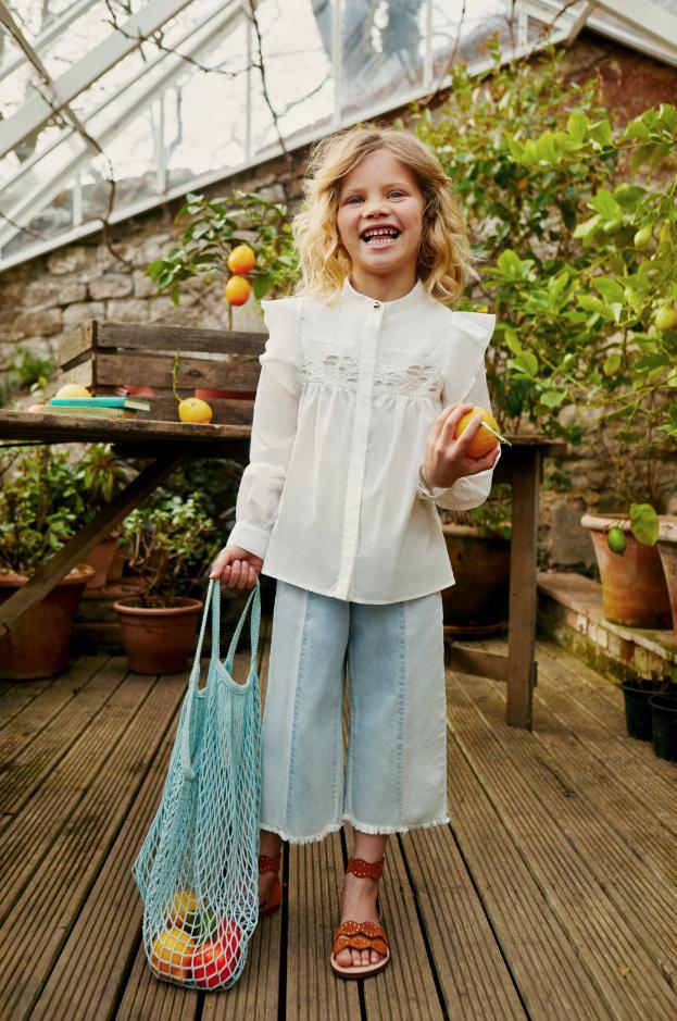 Mädchen mit Orangen in der Chloé ss19 Kampagne