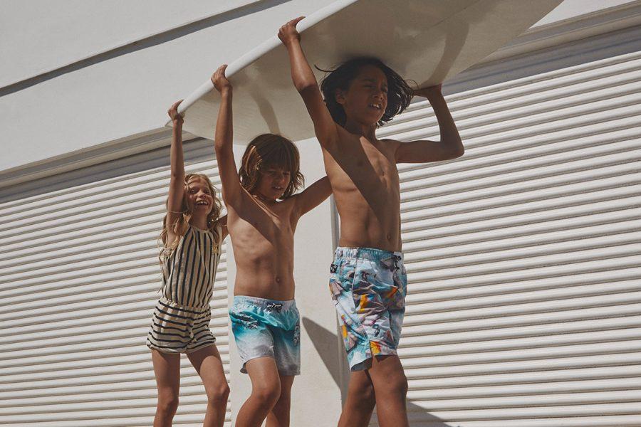 Kinder mit Surfbrett Molo ss19