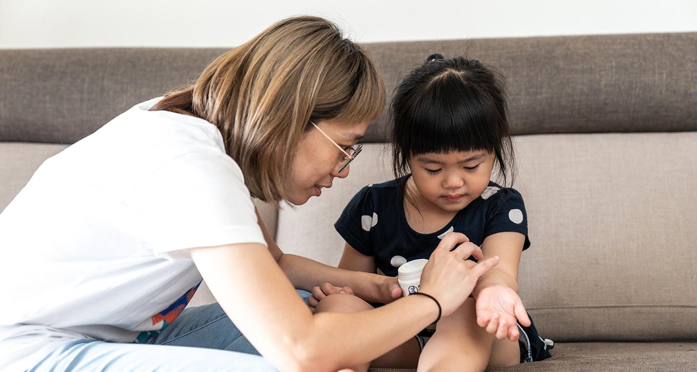 Insektenstiche bei Kindern: Hausmittel gegen Mückenstiche & Co.
