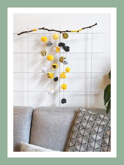 DIY: Mobiles aus Wolle und Papier für die Wanddeko