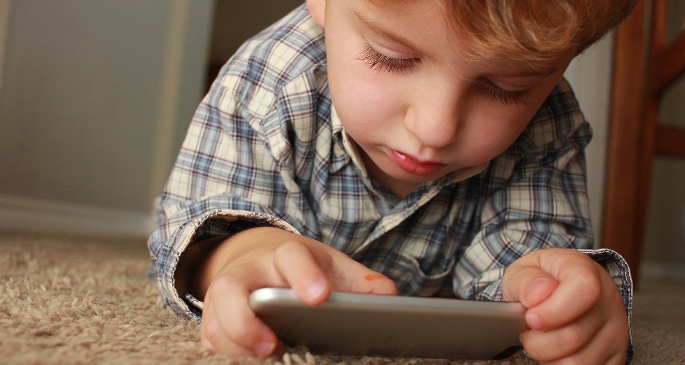 Kinder und Handy – Unser Leitfaden für das erste Smartphone