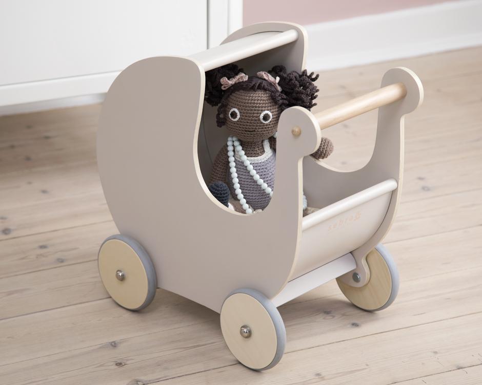 Puppenwagen aus Holz von Sebra