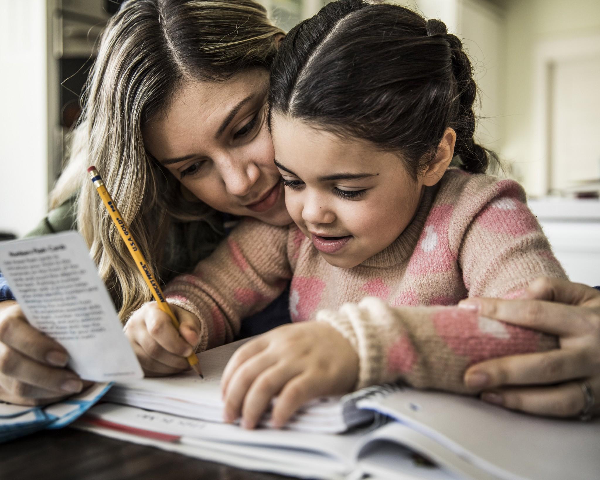 Schule und Kita geschlossen wegen Corona: Was Eltern jetzt wissen müssen