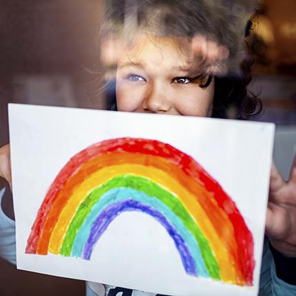 Bastelaktion – Regenbogen ins Fenster malen