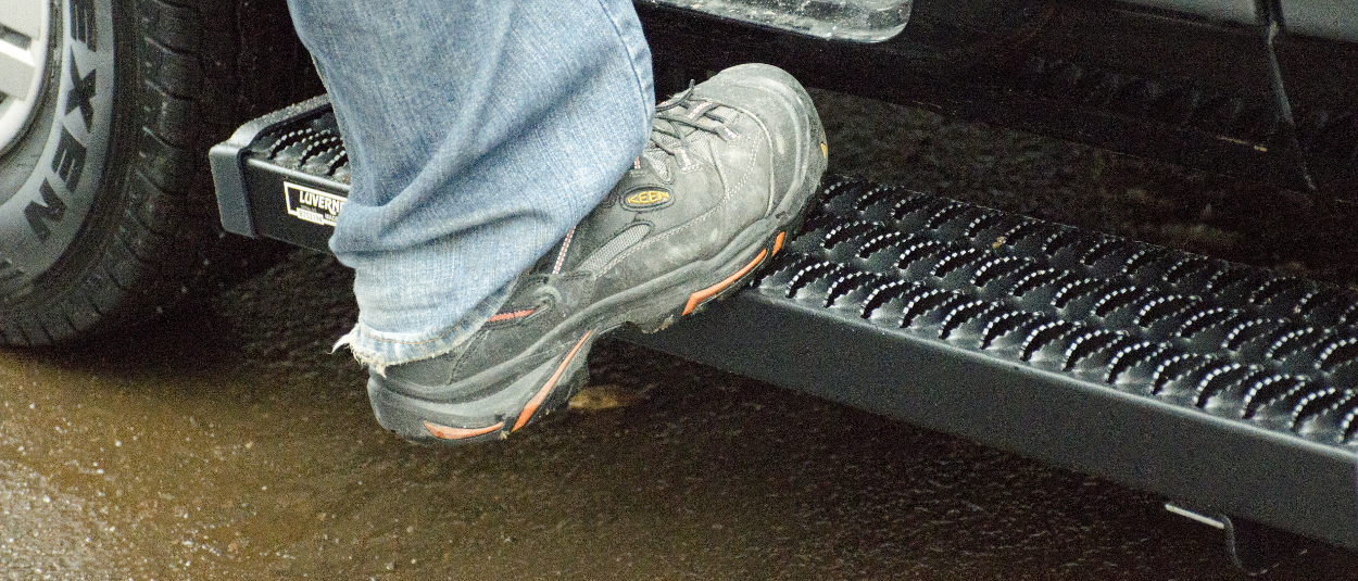 LUVERNE Grip Step™ van running boards - work boot step