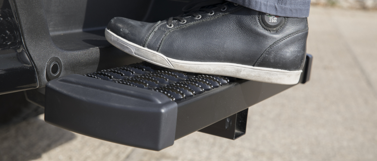 LUVERNE receiver hitch step - work shoe