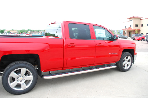 Red Chevrolet Silverado 1500 with LUVERNE MegaStep® wheel-to-wheel steps