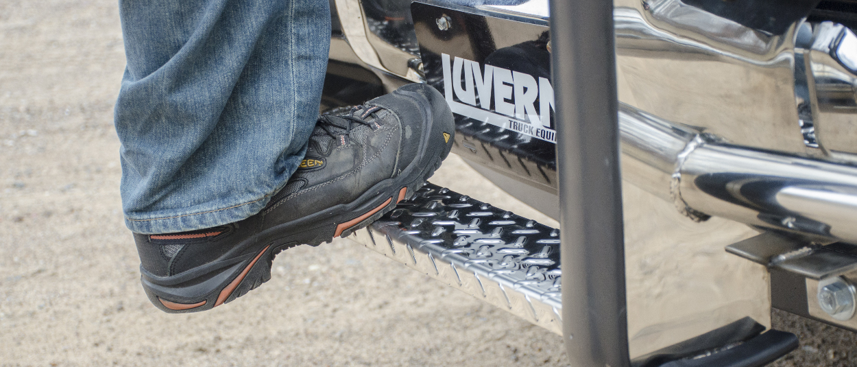 LUVERNE Prowler Max™ grille guard step - work boot