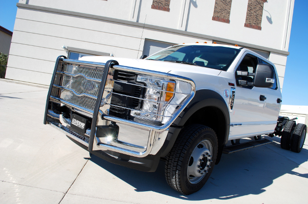 LUVERNE Prowler Max™ heavy-duty grille guard on Ford F550 Super Duty