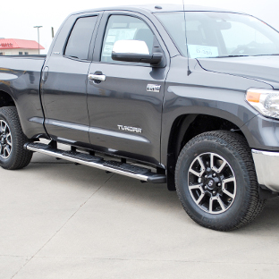2014 Toyota Tundra with LUVERNE Regal 7™ truck side steps