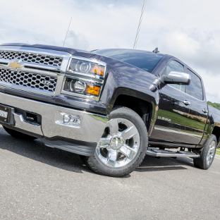 2015 Chevrolet Silverado 1500 with LUVERNE Regal 7™ oval side steps