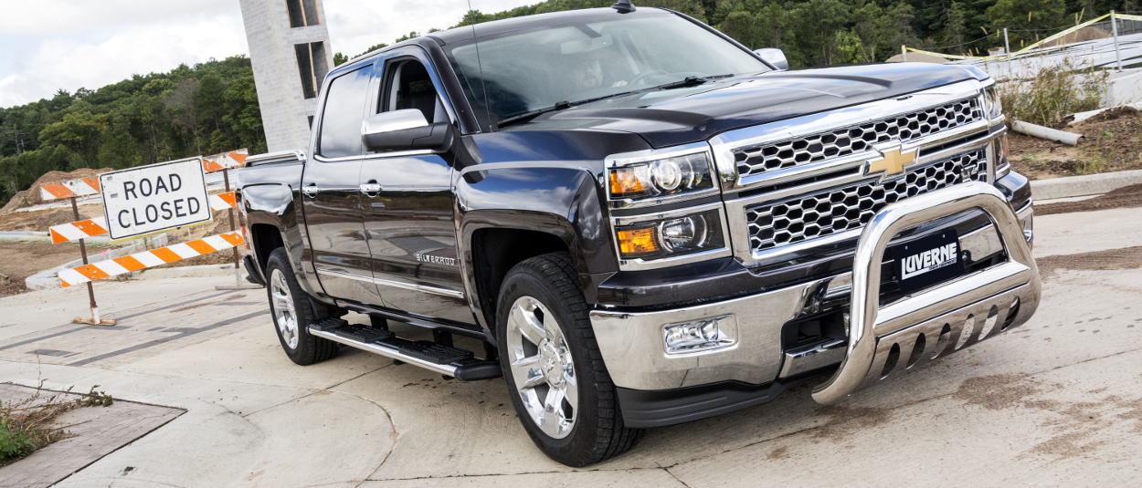 2015 Chevrolet Silverado 1500 with LUVERNE Regal 7™ truck side steps