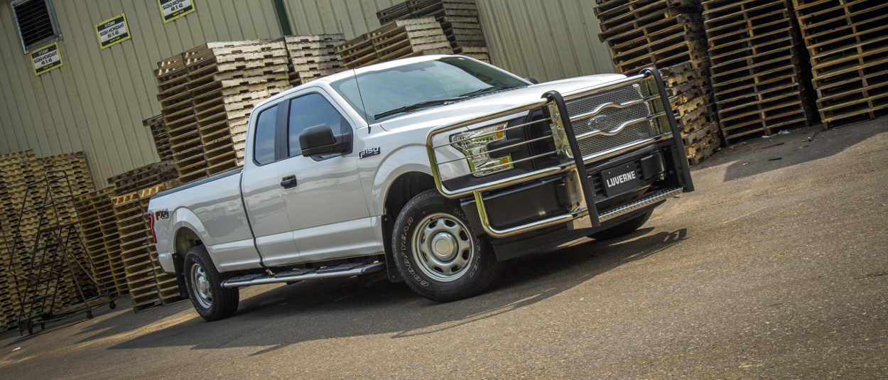 2015 Ford F150 work truck with LUVERNE Regal 7™ truck side steps