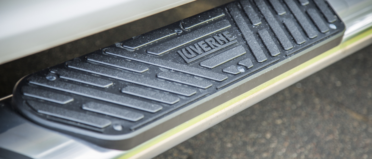 LUVERNE Regal 7™ truck side steps step pad