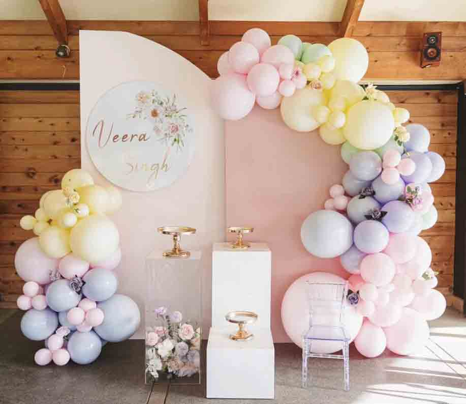 Pastel Backdrops in Mauve and Light Pink, White and Acrylic Square Plinths, Mirror Cake stand by Luxe Dream / Florals by Luxe Dream Floral Studio / Balloons by Blue Bear Balloons
