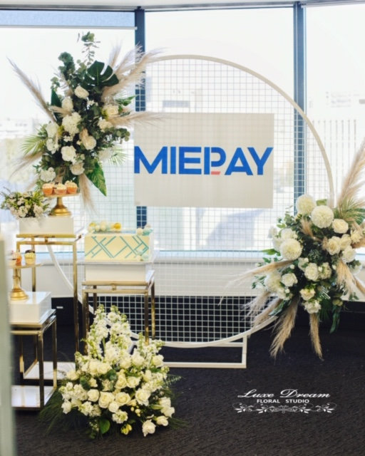 Props (Mesh Wall with Artificial Flowers & Gold Metal Hollow White-Based Plinths) by Luxe Dream Event Hire & Luxe Dream Floral Studio. Cakes by Candice Designer Cakes