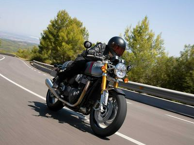 Previewing the 2020 Triumph Thruxton RS Photo Gallery