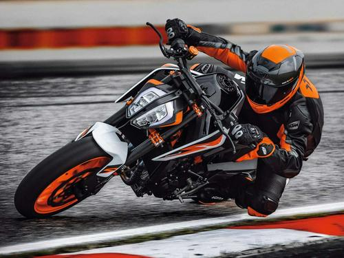 2021 KTM 890 Duke R First Look Preview