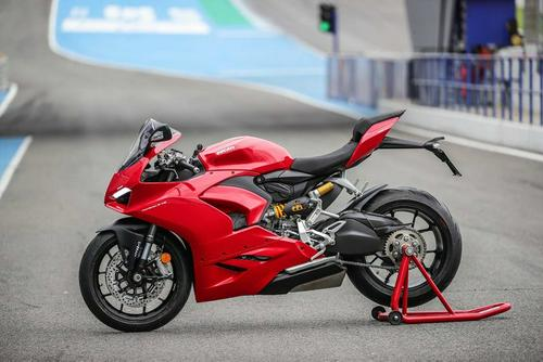 [First Ride] 2020 Ducati Panigale V2: https://t.co/gEQALKb2XW via #CommonTreadEverything...