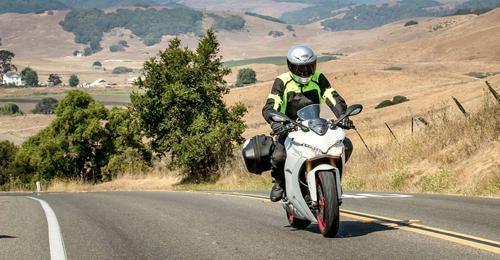2018 Ducati SuperSport S Review --> https://t.co/wj5sivOrfJ via #CommonTreadDo...
