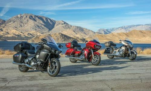 2018 Harley Road Glide Ultra vs. Indian Roadmaster vs. Yamaha Star Venture TC | Comparo Review