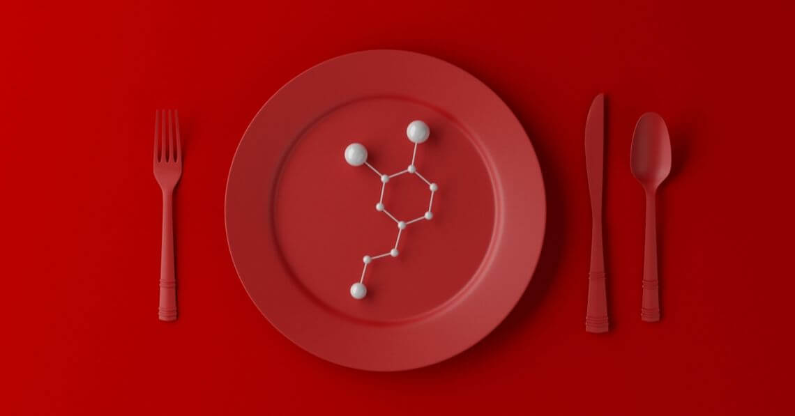 A red plate and red cutlery