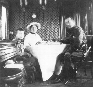Николай-II,Александра-Федоровна-и-цесаревич-Алексей