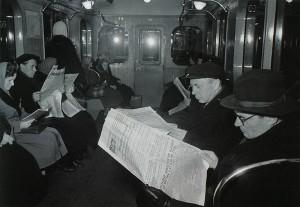 Время изменило не только интерьер вагонов и одежду пассажиров. Такую картину в метрополитене сейчас уже сложно найти