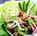 ラープ ガイ/粗挽き鶏肉と煎りもち米のスパイシーサラダ