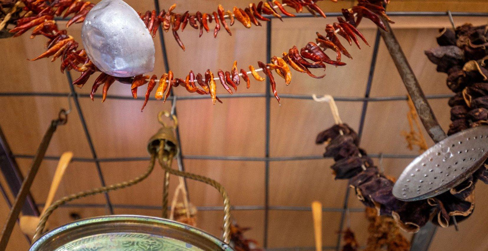 Αποξηραμένες καυτερές πιπεριές και άλλα μπαχαρικά από το Mala Villa