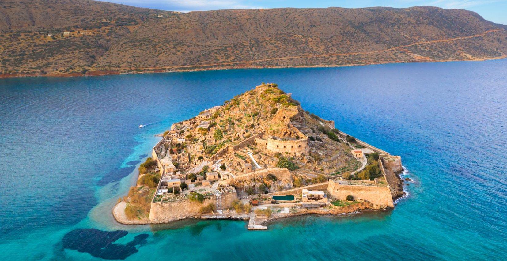 Η όμορφη θέα από ψηλά του νησιού της Σπιναλόγκας