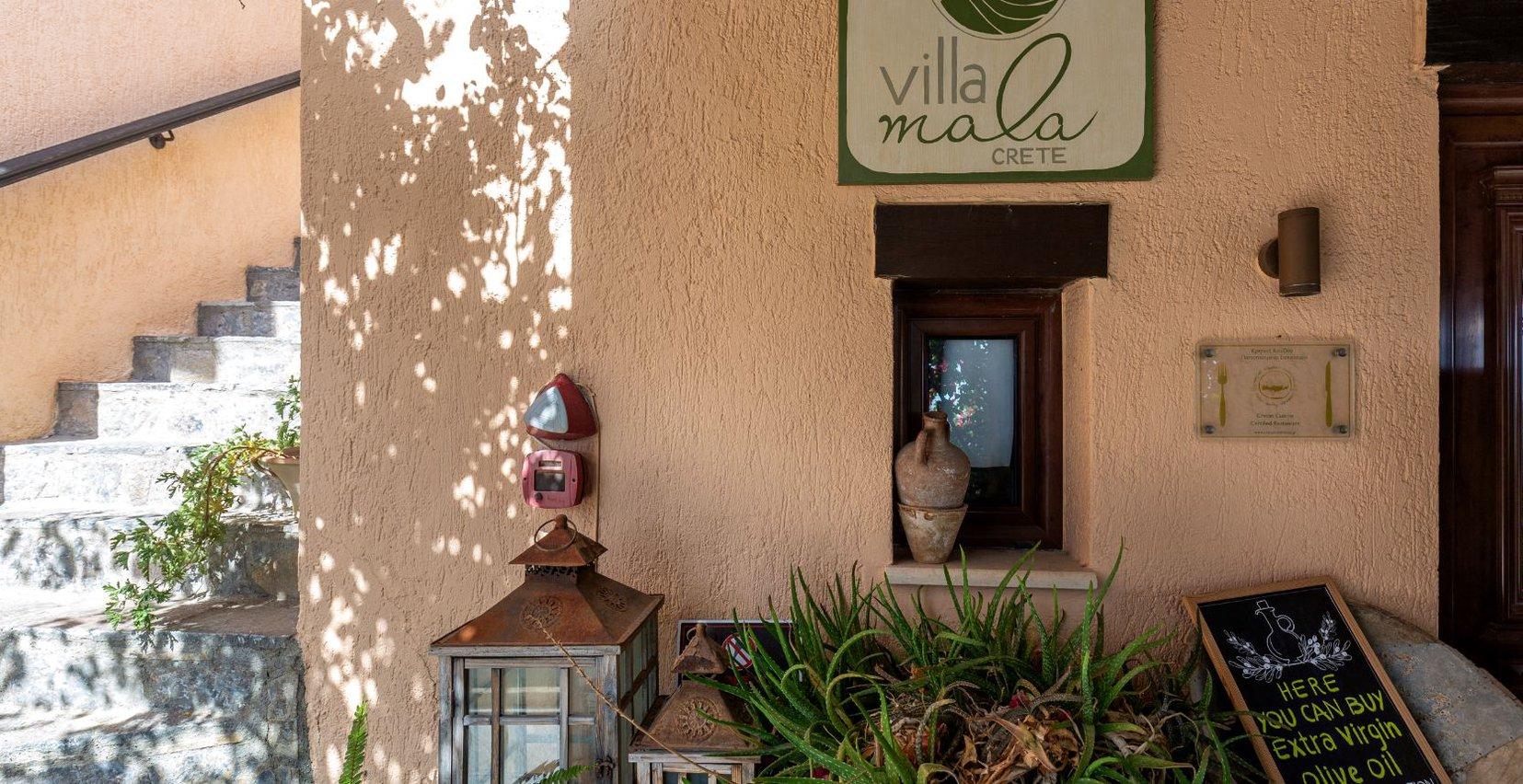 Η είσοδος του εστιατορίου της Mala Villa