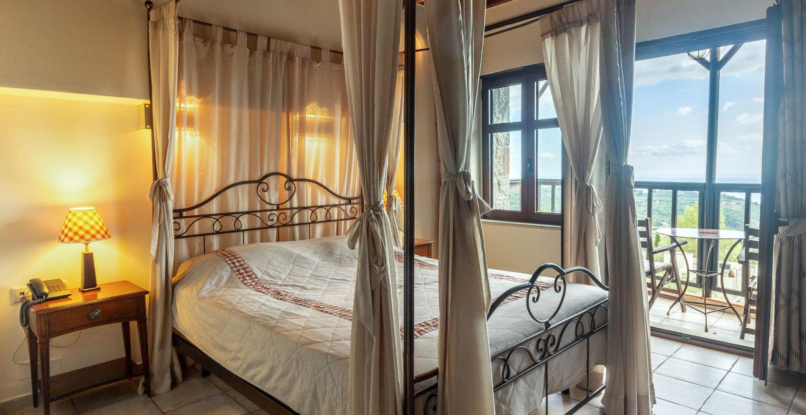 Το εσωτερικό της Classic Jacuzzi Residence του Mala Villa στην Κρήτη