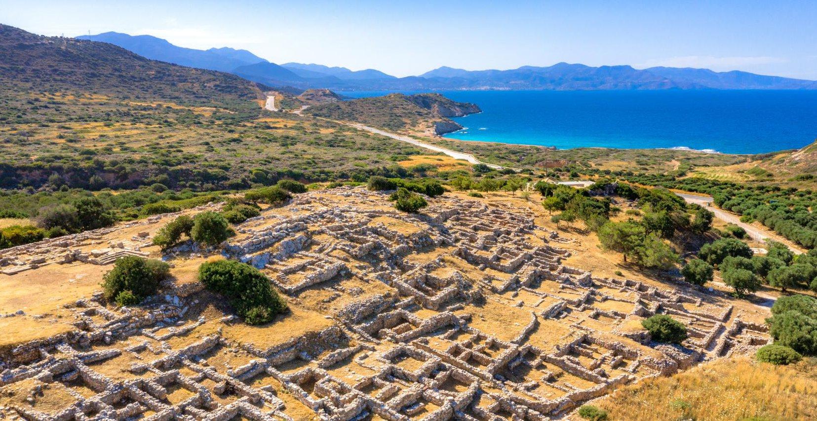 Αρχαιολογικός Χώρος Γουρνιών. Εκδρομή από Mala Villa