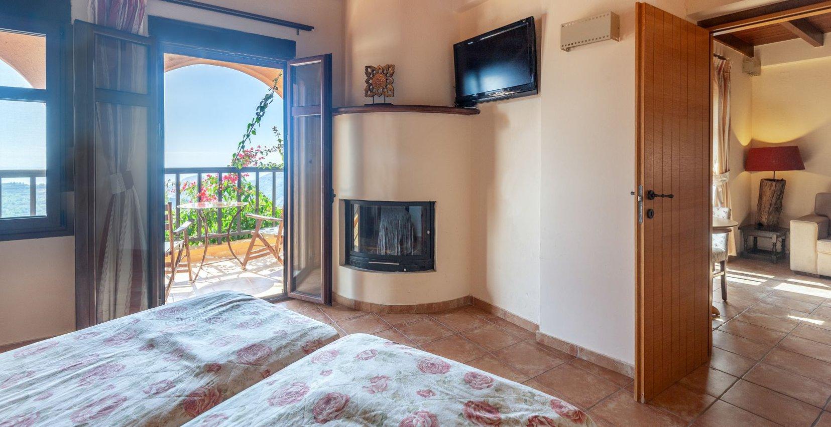 Το εσωτερικό της Superior Jacuzzi Luxury μεζονέτας του Mala Villa στην Κρήτη