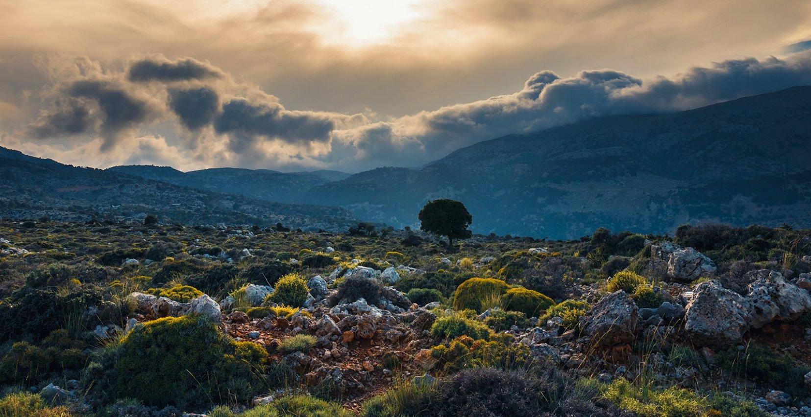 Η εκπληκτική θέα της φύσης και των βουνών όπου προσφέρει η Κρήτη