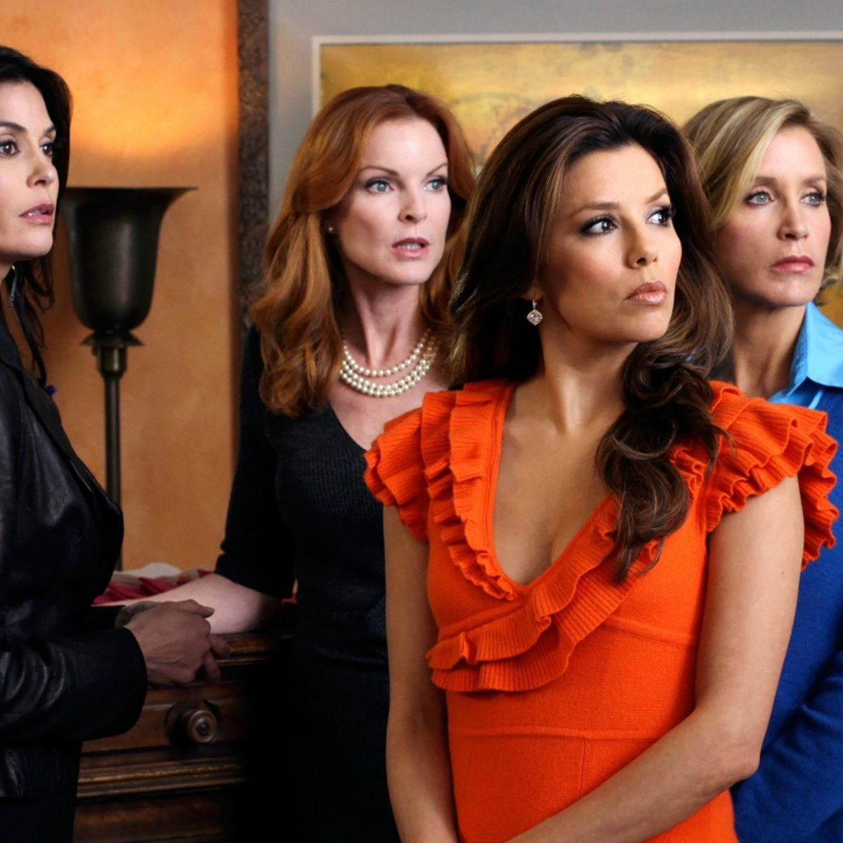 Desparate Housewives Cast / Metacritic tv reviews, desperate housewives, about ten years ago on a sunny day in the loveliest of suburbs, in a town called fairview, housewife mary alice young (brenda strong) dec.