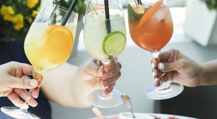Så dricker du smartare under sommaren och undviker viktfällan