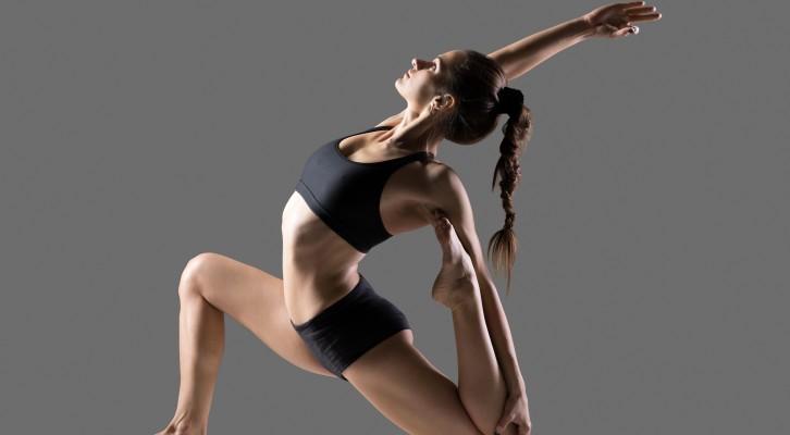 VIDEO! Stretchövningar för tighta höftböjar som du kan göra i soffan