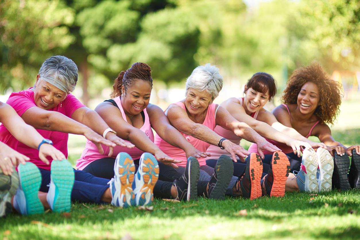 kvinnor tränar