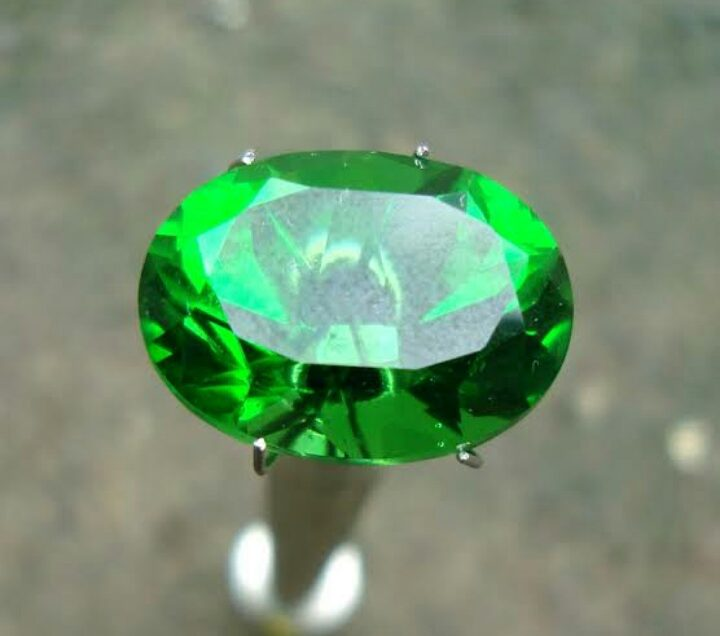 6 Manfaat Batu Akik Emerald untuk Kehidupan Manusia