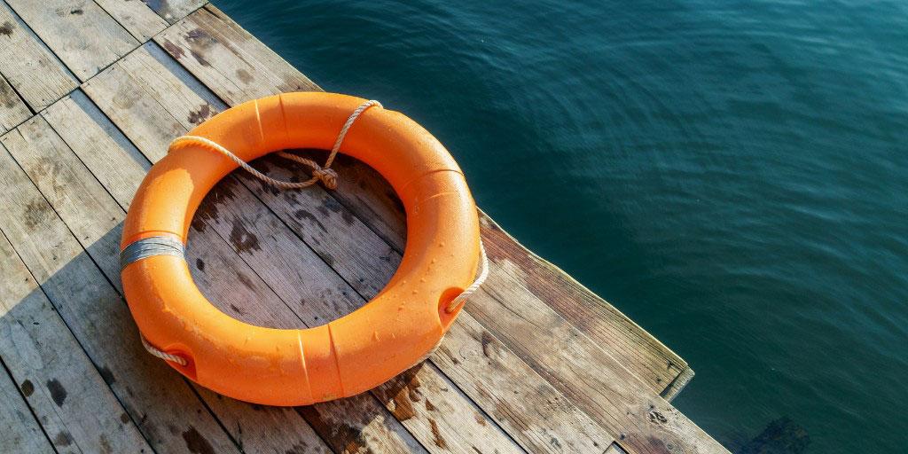 10 auksinių saugaus elgesio taisyklių prie vandens ir vandenyje