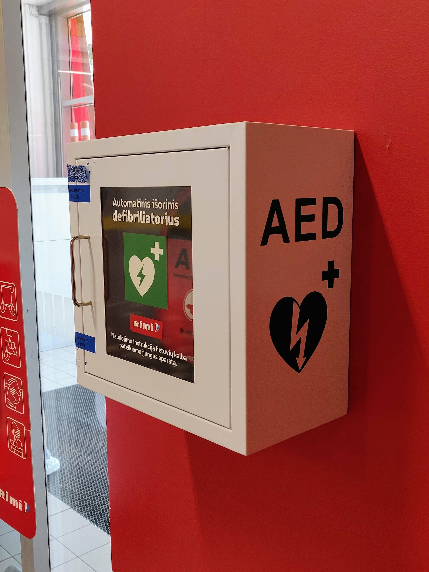 Automatiniai išoriniai defibriliatoriai Palangos Rimi iš arti
