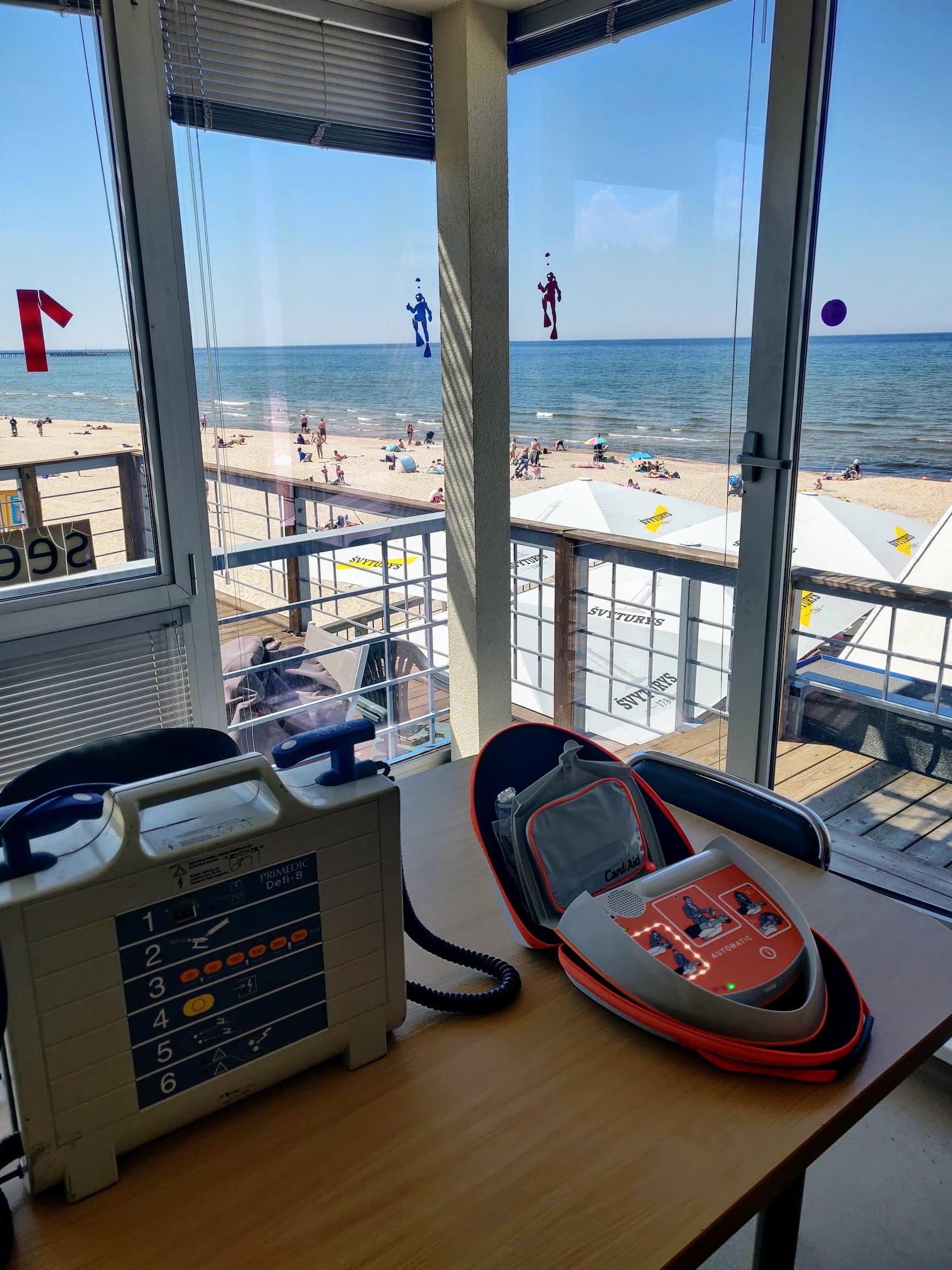 Automatiniai išoriniai defibriliatoriai Palangos miesto gelbėjimo stotyje iš arti