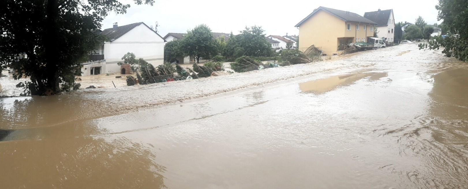 Flutkatastrophe Ahrtal Straße überflutet
