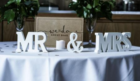 How to plan a small and intimate wedding