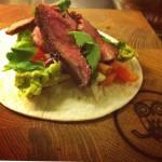 v.15 - Burrito. Med lågtempad flankstek, pico de gallo, avokadocreme, sallad & riven cheddar.