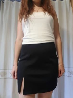 Jupe noire courte avec fente