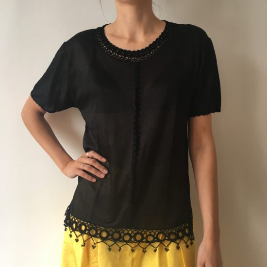 Tee shirt noir détails de crochet et perles