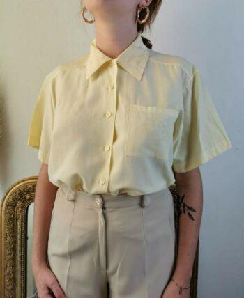 Belle petite chemise jaune pâle Vintage